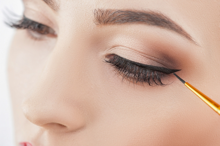 What You Need To Know About Eyebrow an Eyelash Extensions in Canada